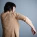 腕を上げると肩が痛い・・・原因は、骨盤と股関節にある!?